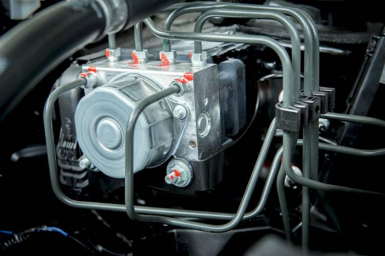 Авс срабатывает на малых скоростях при торможении – тормозная система